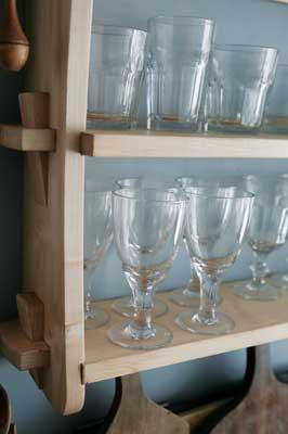 Glasses shelf in maple