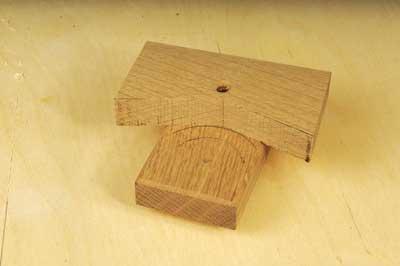 Curved edge marking gauge - set both sides of the V against the arc